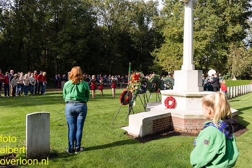 herdenkingsdienst  en een stille tocht naar het Engelse kerkhof 12-10-2014 (86).jpg