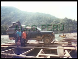 m_CAMIONETA DE CAMONASHARI CRUZANDO EL RIO PERENE RUMBO A PICHANAKI (Copiar)