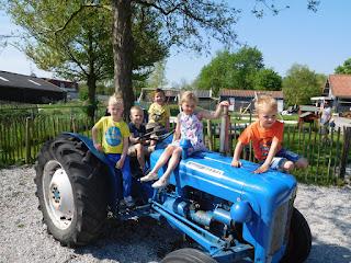 de Kabouters naar de kinderboerderij