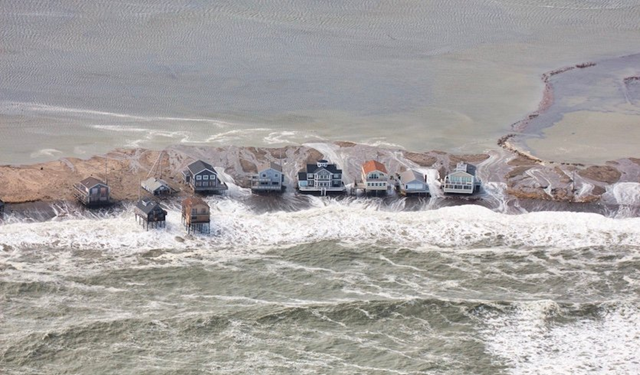 A row of homes in Scituate, Massachusetts, is surrounded by high-tide water at midday on Saturday, 4 March 2018. Photo: Ralph Karl Swenson, Amateur Radio SKYWARN Spotter (N1YHS) / NWS Taunton Skywarn