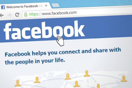 التطبيقات المنافسة مثل Twitter و TikTok ، انخفضت أسهم Facebook