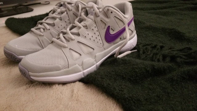 Nike tennis shoes perfect for the gym too http://isafashionebella.blogspot.com #Nikeforever #getfitnow