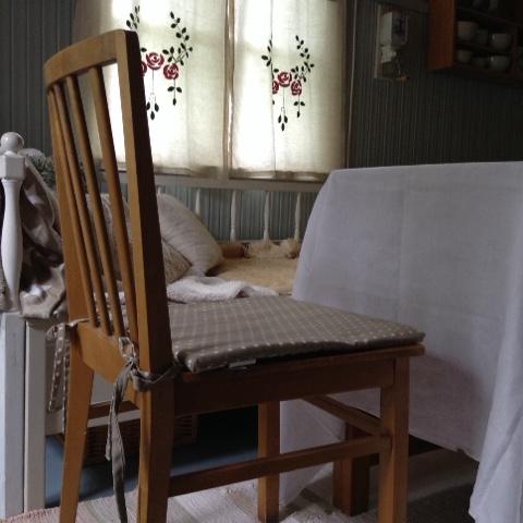 Tuvan tuoleihin löytyi uudet tuolinpäälliset