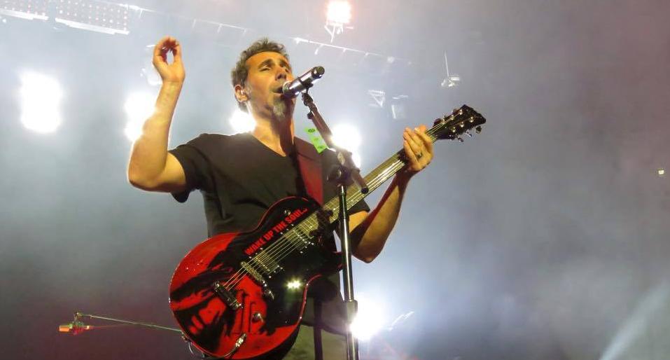 Guitarra usada por Serj Tankian será leiloada para ajudar crianças e idosos