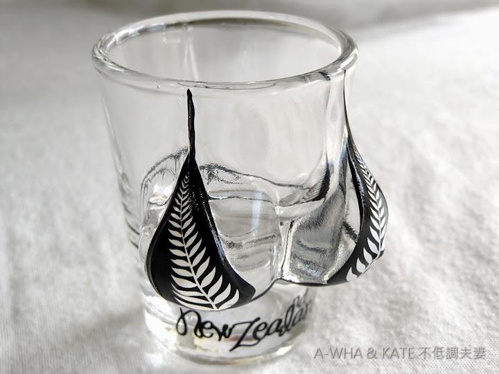 【紐西蘭旅遊】購物指南必買紀念品特輯:紐西蘭銀蕨比基尼酒杯~馬克杯遊世界系列紐西蘭銀蕨酒杯