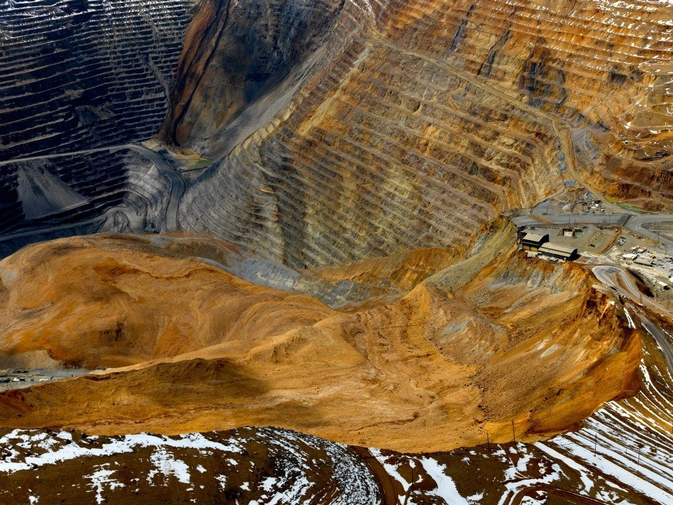 bingham-canyon-mine-landslide-2