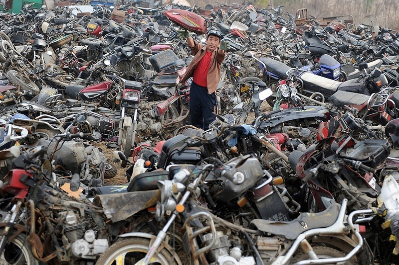 china-pollution-car-scrapyard-7