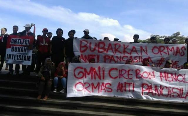 Massa gmbi si gasibu gedung sate untuk bubarkan fpi http://www.sorak.in