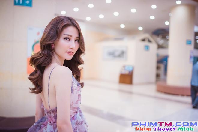 Diễm My 9x xinh đẹp và gợi cảm dự khai mạc liên hoan phim tại Hàn Quốc - Ảnh 1.