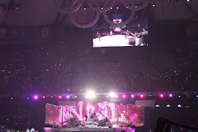 Avril Lavigne performing