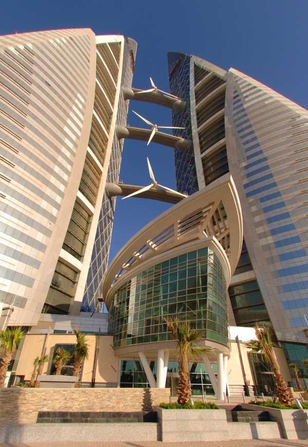 Bahrain - wind turbines at World Trade Center   (photo-e-architect.co.uk)