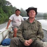 Sur l'Approuague avec le guide-piroguier Manuel. Guyane, 22 novembre 2011. Photo : J.-P. Decroo