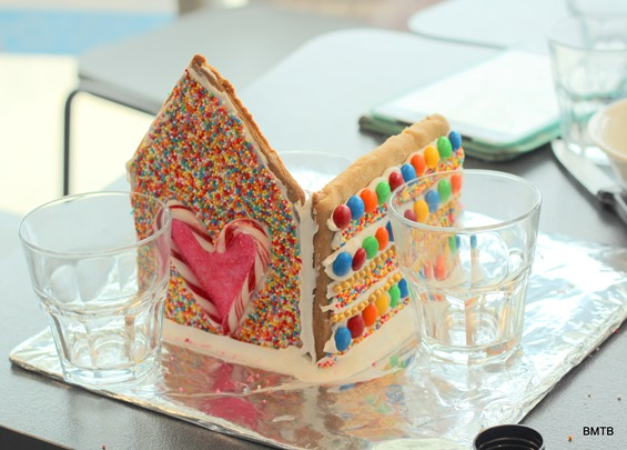 Gingerbread Houses by Baking Makes Things Better (9)