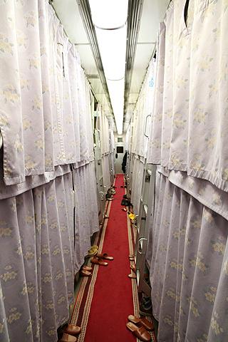 JR寝台特急「日本海」 4001レ A寝台 通路