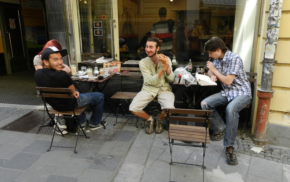 hanging out with locals and fellow CS'ers, we hit a cafe and the French hippie makes himself an alternative sandwich!