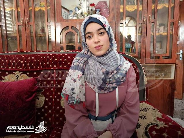 الطالبة عُلا روحي خليل سعد الثالث مكرر على فلسطين في الفرع الأدبي