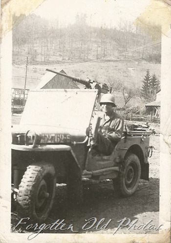Soldier in a Jeep Verndale ant