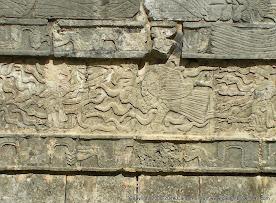 Chichen Itzá tzompantli (2).JPG