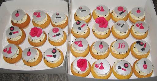 267- Sweet sixteen cupcakes.JPG