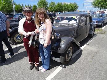 2017.05.21-033 Nicole et Stéphanie près d'une Traction Commerciale 1955
