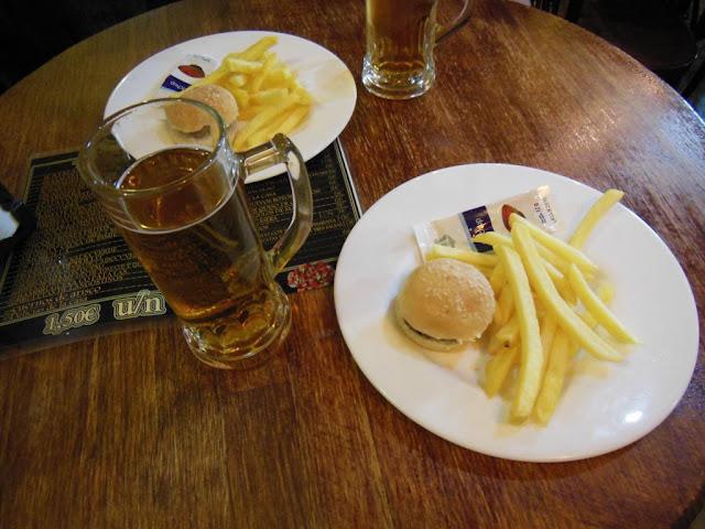 Mini hamburguesas con patatas