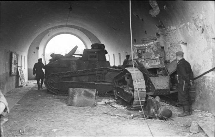 Bundesarchiv_Bild_101I-121-0007-24,_Polen,_polnische_Panzer_Renault_FT-17
