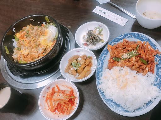 好吃好吃CP值高,小菜免費續! 比較平價的韓式料理! 兩個人 $360 吃飽飽的! 顆顆顆~