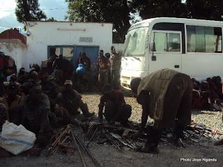 Des miliciens du groupe Maï-Maï Bakata Katanga venus déposés les armes au quartier général de la Monusco à Lubumbashi (Photo Jean Ngandu)