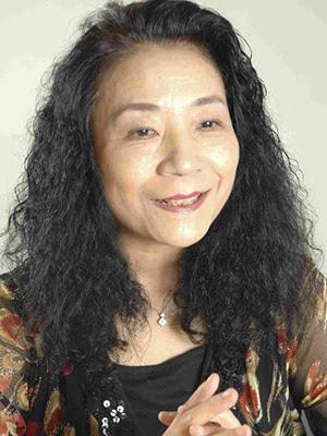 インタビューに答えるピアニストで文筆家の青柳いづみこさん。読売新聞東京本社で。2009年9月1日撮影。