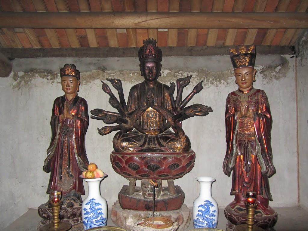 0026Ngo_Quyen_Temple