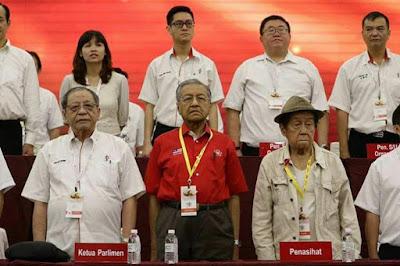 Hasil carian imej untuk Mahathir perhimpunan DAP