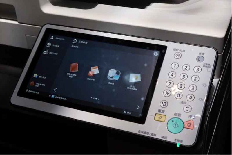 iR-ADV C5500i 最大特色就是導入了超大尺吋觸控操作螢幕