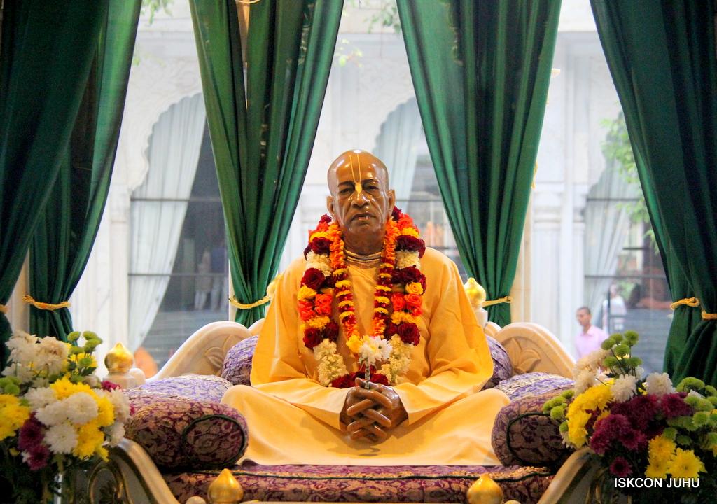 ISKCON Juhu Sringar Deity Drashan on 17th Jan 2017 (19)
