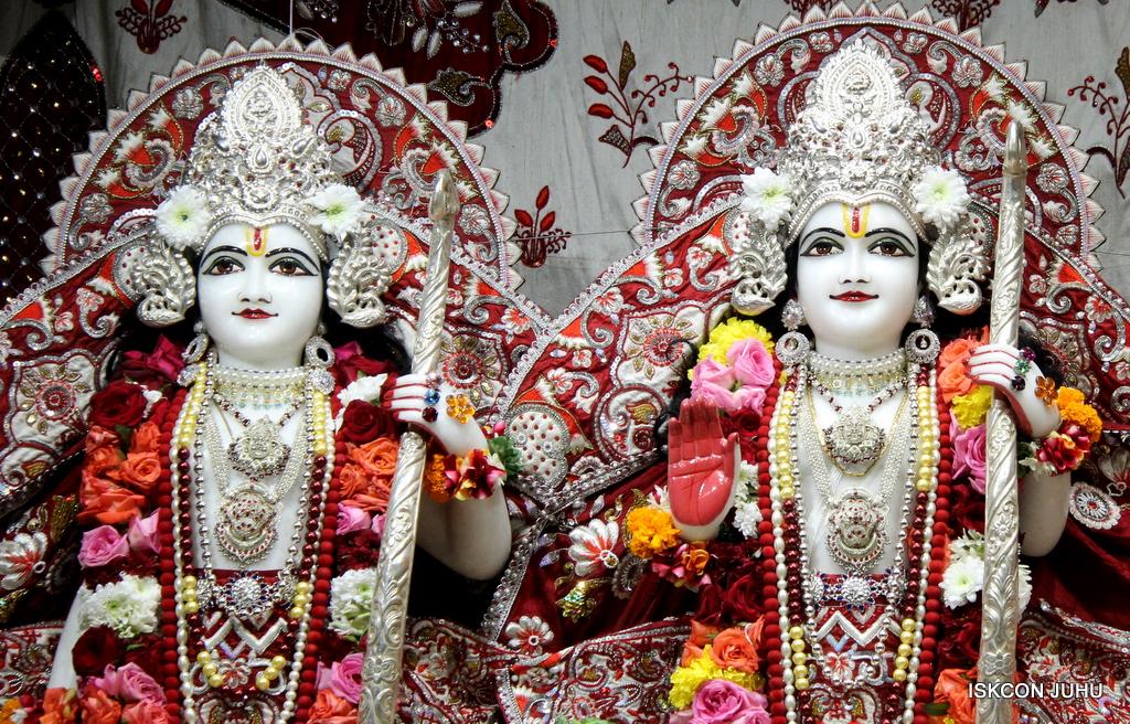 ISKCON Juhu Sringar Deity Darshan on 30th Sep 2016 (49)