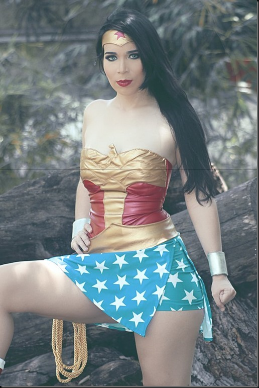 wonder_woman_cosplay_by_carolinaangulo-daaon0a
