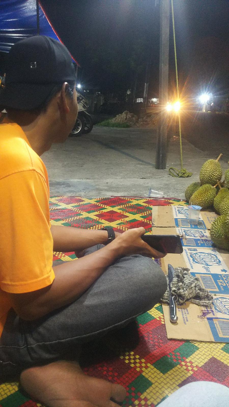 Penjual Durian Asal Kediri Raih Keuntungan Di Riau