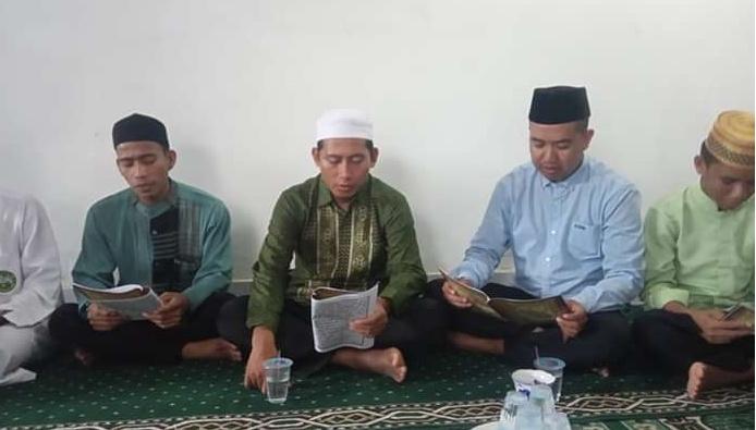 Salwing Penyuluh Agama Lalabata Hatamkan Al'Quran  Untuk Almarhum Taufik Adam