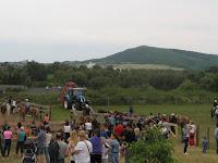 A lovasok alig várják, hogy versenybe szálljanak.jpg