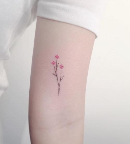 esta_pequenina_flor_da_tatuagem