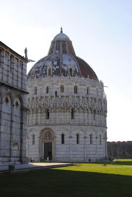 My Photos: Italy -- Pisa -- Piazza dei Miracoli -- Battistero di San Giovanni