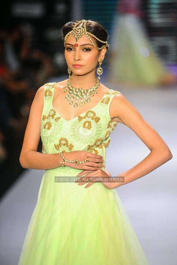 A model walks the ramp for  Moni Agarwal on Day 1 of India International Jewellery Week (IIJW), 2014 at Grand Hyatt, Mumbai.