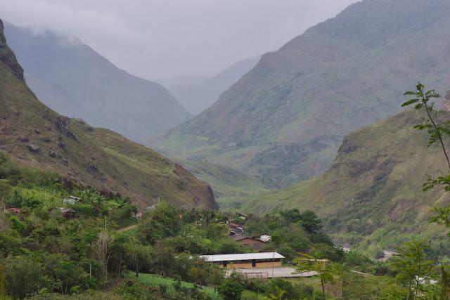 El Limonal et la vallée du Rio Mira, 1000 m (Imbabura, Équateur), 22 novembre 2013. Photo : J.-M. Gayman