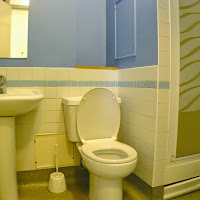 Room 40-bathroom2