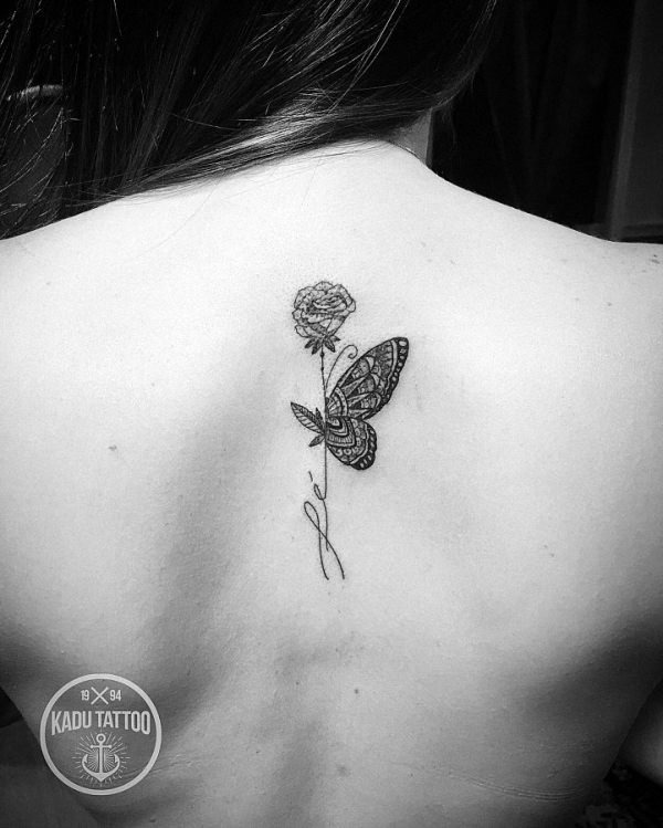 este_requintado_blackwork_tatuagem_de_borboleta