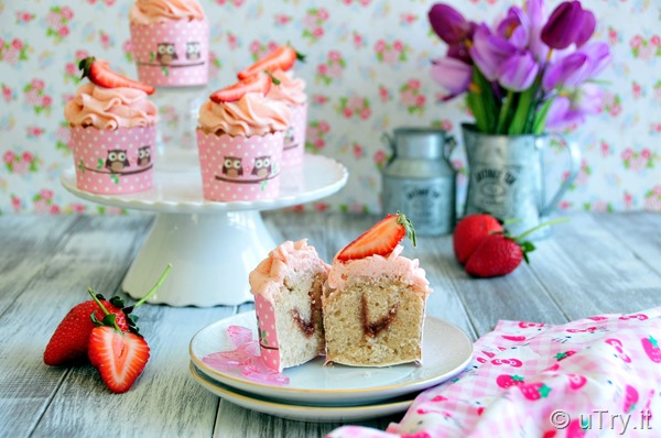 How to Make Strawberry Cupcakes–From Scratch 草莓杯子蛋糕  htto://uTry.it