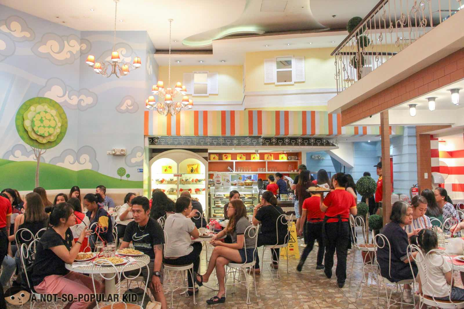 Interior of Banapple in Gateway Mall