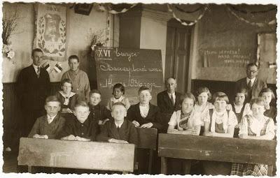 Лупанова (Каск) Татьяна 1 ряд, парта справа, в середине1936 г.