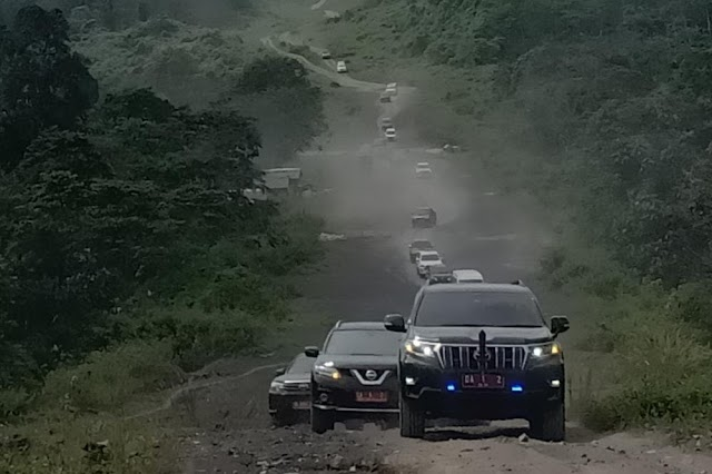 Lewati Medan Nyaris Offroad Bupati Tanah Bumbu Kunjungi 2 Desa Terpencil