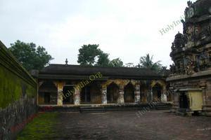Thiruvilanagar (Thuraikattum Vallalar) Temple Inner Praharam 02