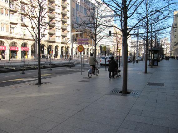 Las bicicletas no podrán circular por las aceras en Zaragoza